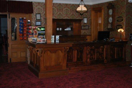 Park Hotel: Front Desk