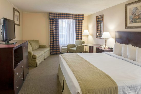 Red Lion Inn & Suites Hershey: King Bed