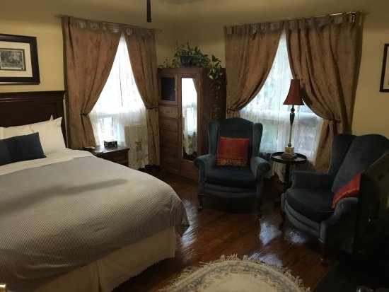 Stonewater Manor Bed and Breakfast: photo0.jpg