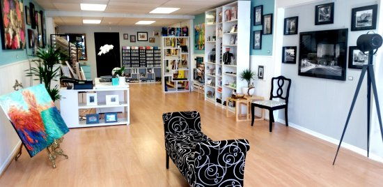 Kingsville, Canada: Chiaroscuro Artists' Supplies and Showroom