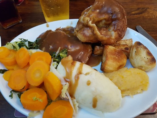 Spennymoor, UK: Two for one deal on a roast of the day Beef beautiful and extra gravy boat too WOW