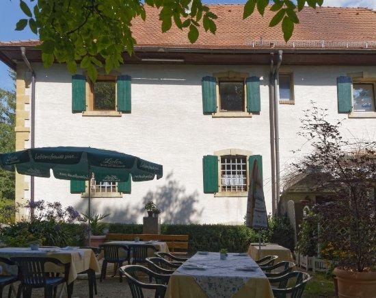 Efringen-Kirchen, Deutschland: Im Garten unter dem Baum