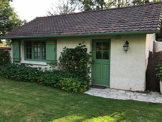 Limetz-Villez, France: esterno del cottage