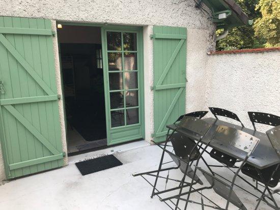 Limetz-Villez, France: verandina del cottage