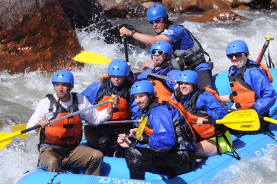 Lost Paddle Rafting: Pro pic of us on the rapids.