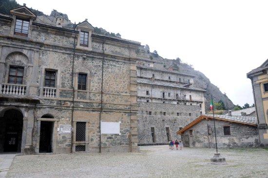 Forte di Fenestrelle: forte san Carlo con palazzo del governatore