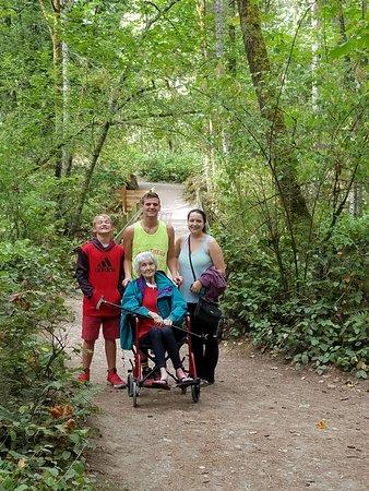 Whatcom Falls Park: Family fun!