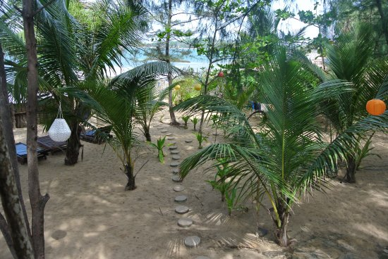 Watermusic beachhouse cabanas pottuvil sri lanka for 93 house music