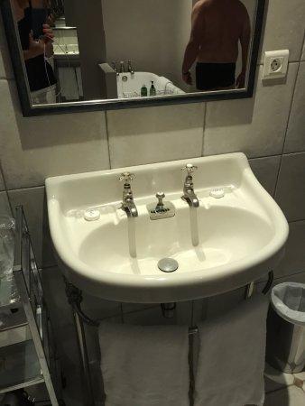 Reignac-sur-Indre, France: rubinetteria a scelta acqua calda o fredda ?