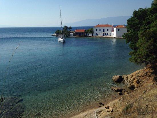 """Lafkos, Hellas: Una icona del Pelion del SUD: una casa """"sospesa"""" sul mare"""