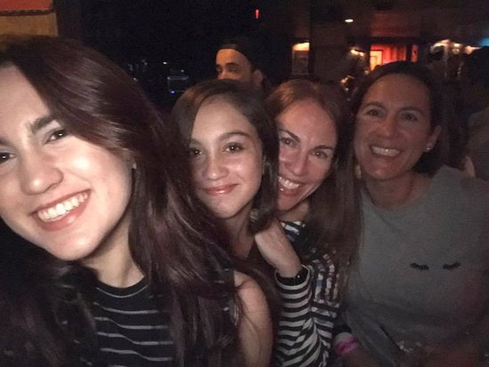 House of Blues Restaurant & Bar: With my sister and my daughters during the Oreja de Van Gogh concert in May 2017