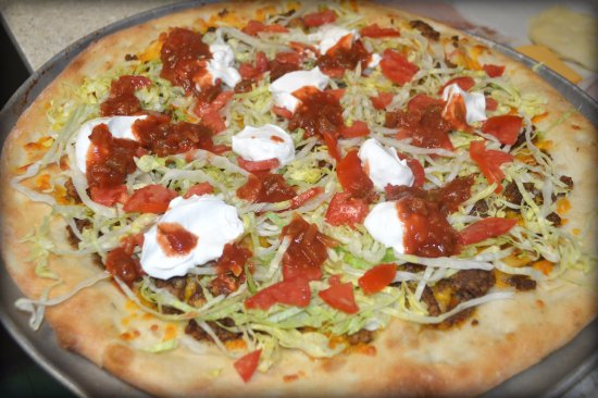 Holly Hill, FL: Taco Pizza- Taco Meat, Cheddar Cheese, Lettuce, Tomato, Sour Cheese and Salsa!