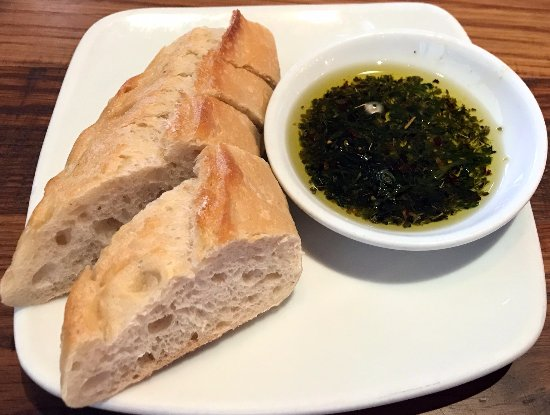 bread with olive oil - Picture of California Pizza Kitchen ...