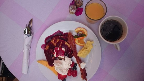 Vertical Horizons Treehouse Paradise: Home Grown Breakfast! Everything local and delicious.