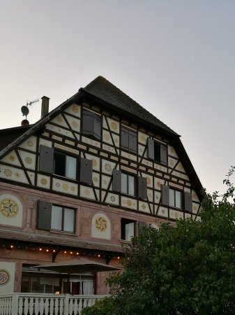 Dieffenthal, França: Une partie de la terrasse du restaurant(+façade latérale)