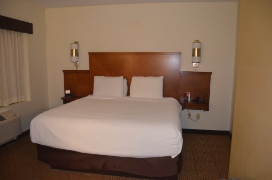 Hyatt Place Dallas/Garland/Richardson: corner room
