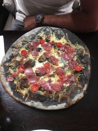 La Paloma: CONSIGLIATISSIMO!! Pizza veramente ottima, prodotti davvero molto buoni! Prezzo OTTIMI