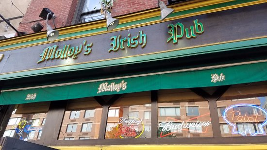 ‪Molloy's Irish Pub‬