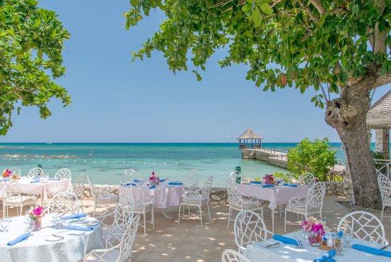 Tryall Club: Beach restaurant