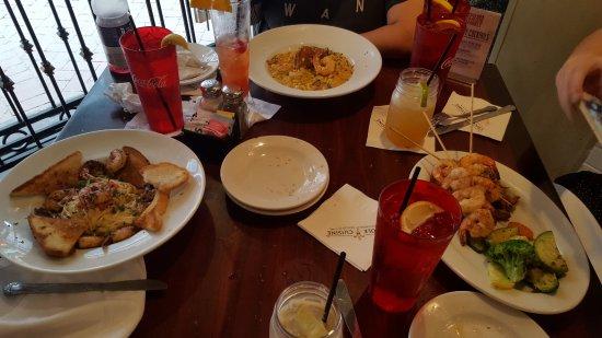 Pier 424 Seafood Market: Dinner time