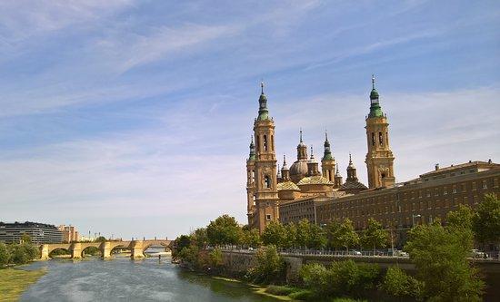 El Ebro: vue du pont santiago