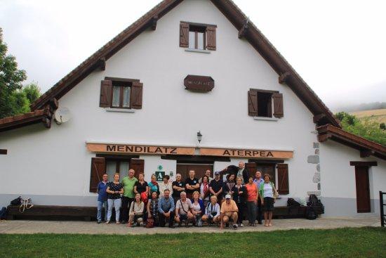 Orbaitzeta, Spain: El grupo junto con los gerentes del hotel, quedaron contentos