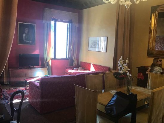 Residence Palazzo Odoni: The living room in the Tizano duplex.