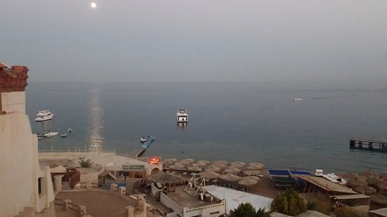Sharks Bay Umbi Diving Village: Balcony view in the evening