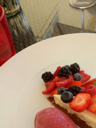 Four Seasons Hotel Prague: Sweets in the hotel restaurant