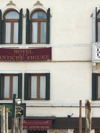 Hotel Antiche Figure: View of the building.