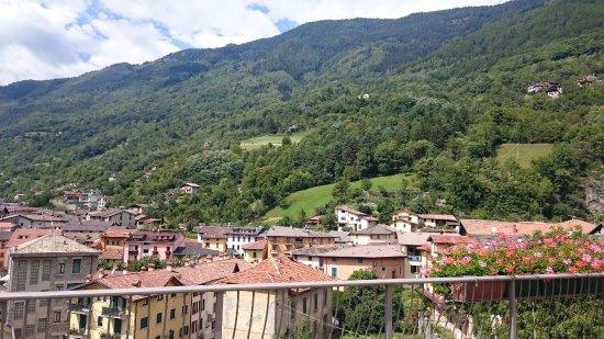 Edolo, Italia: Vista dal sagrato.