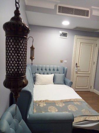 Raymond Blue Hotel: room 108