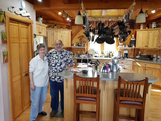 Fritz Creek, AK: Sharron and Don in the kitchen