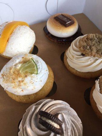 Molly's Cupcakes Iowa City: photo0.jpg
