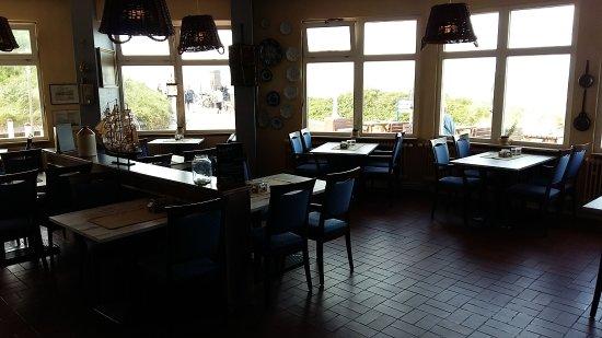 Strandhotel Gerken: Pizzaria/Restaurant im Haus, mega Frühstücks-Etagere, Innenhof vom Hotel, dem Anbau mit weiteren