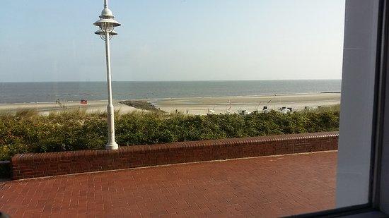 Strandhotel Gerken: Anbau, Innenhof,  Strandansicht, Aussicht vom Frühstücksraum auf's Meer