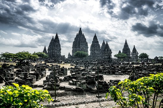 Borobudur Tours & Travel: Sunset at Prambanan Temple - video at