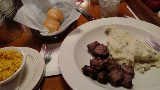 Trexlertown, Pensilvania: Beef tips, mashed potatoes, corn and rolls