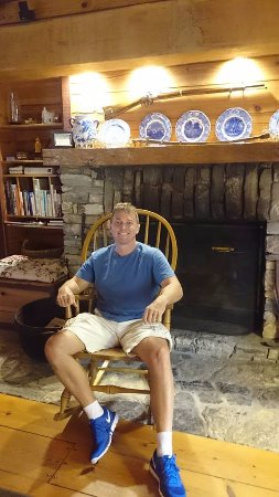 Antietam Overlook Farm: Relaxing at the fireplace!!