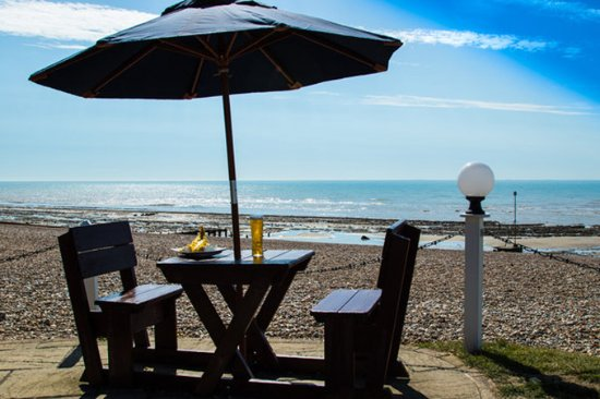 Bexhill-on-Sea, UK: Cooden Beach Hotel August