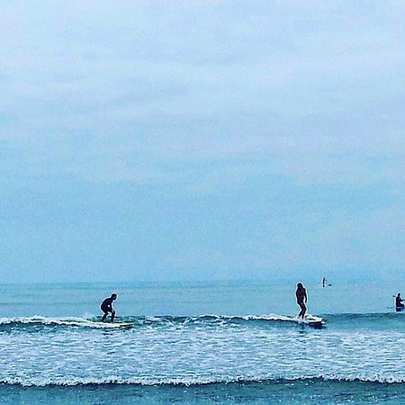 Magic Chile International Surf School : en el agua con yoyo