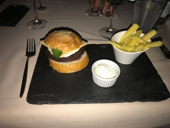 "Bursinel, Schweiz: Fantastic dessert! Chocolate ""burger and fries"""