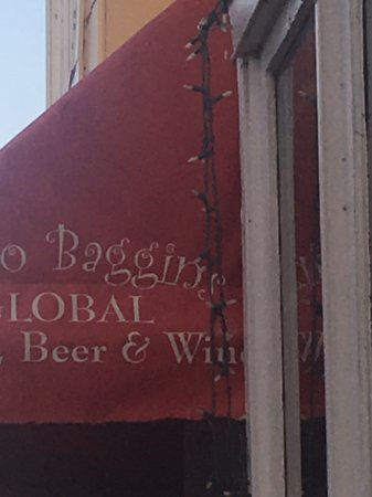 Bilbo Baggins : The red awning welcomes you