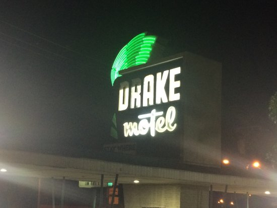 Drake Motel: Nostalgic old signage
