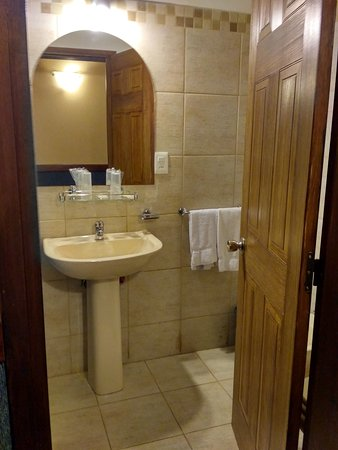 Hotel Leoncia: IMG_20170524_233354_HDR_large.jpg
