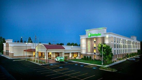 Holiday Inn Gurnee Convention Center: Hotel Exterior