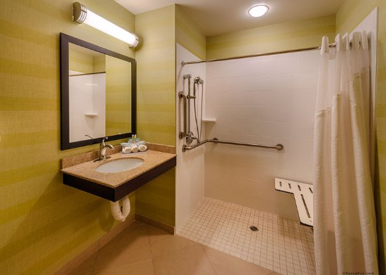 Holiday Inn Express Red Bluff - South Redding Area: Roll In Shower ADA Room, 1 king bed