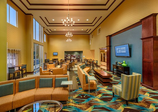 Holiday Inn Express Red Bluff - South Redding Area: Lobby Lounge