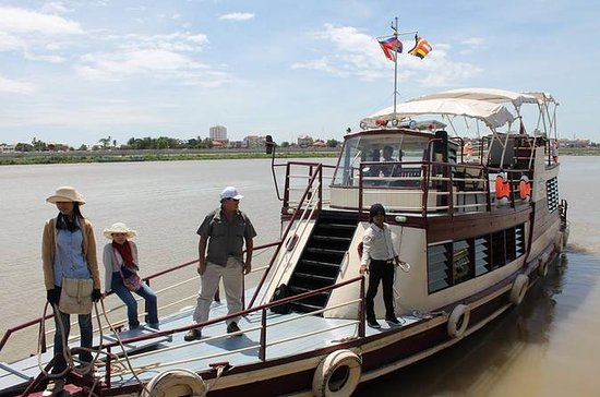 One-Way Tonle Sap or Mekong River Cruise from Phnom Penh to Siem Reap