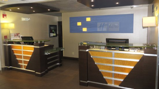 Holiday Inn Express Oxford: Front Desk